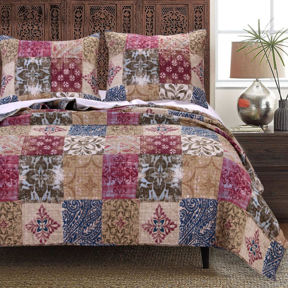 Charmed Cranberry Quilt Set, 3-piece Full/queen