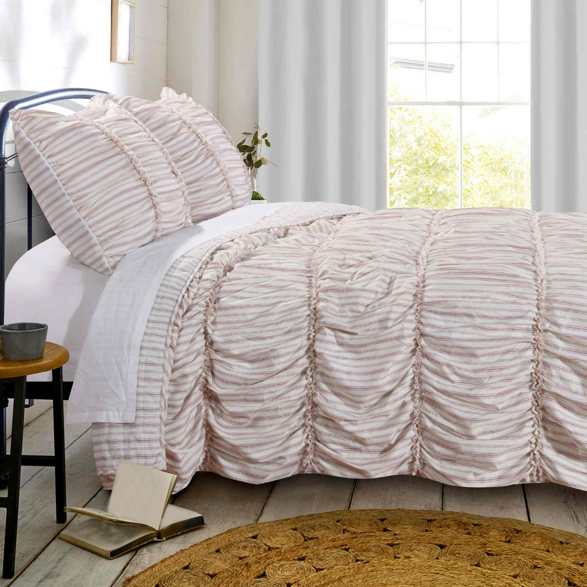 Farmhouse Chic Red Quilt Set, 3-piece King