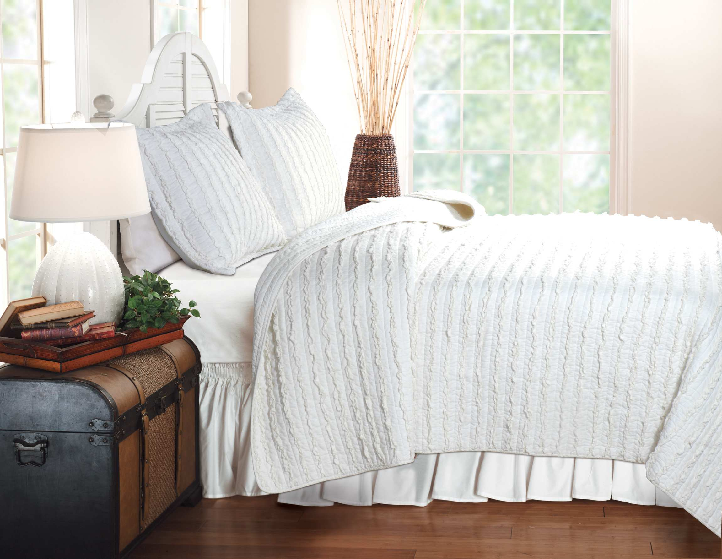Ruffled White Quilt Set, 3-piece King
