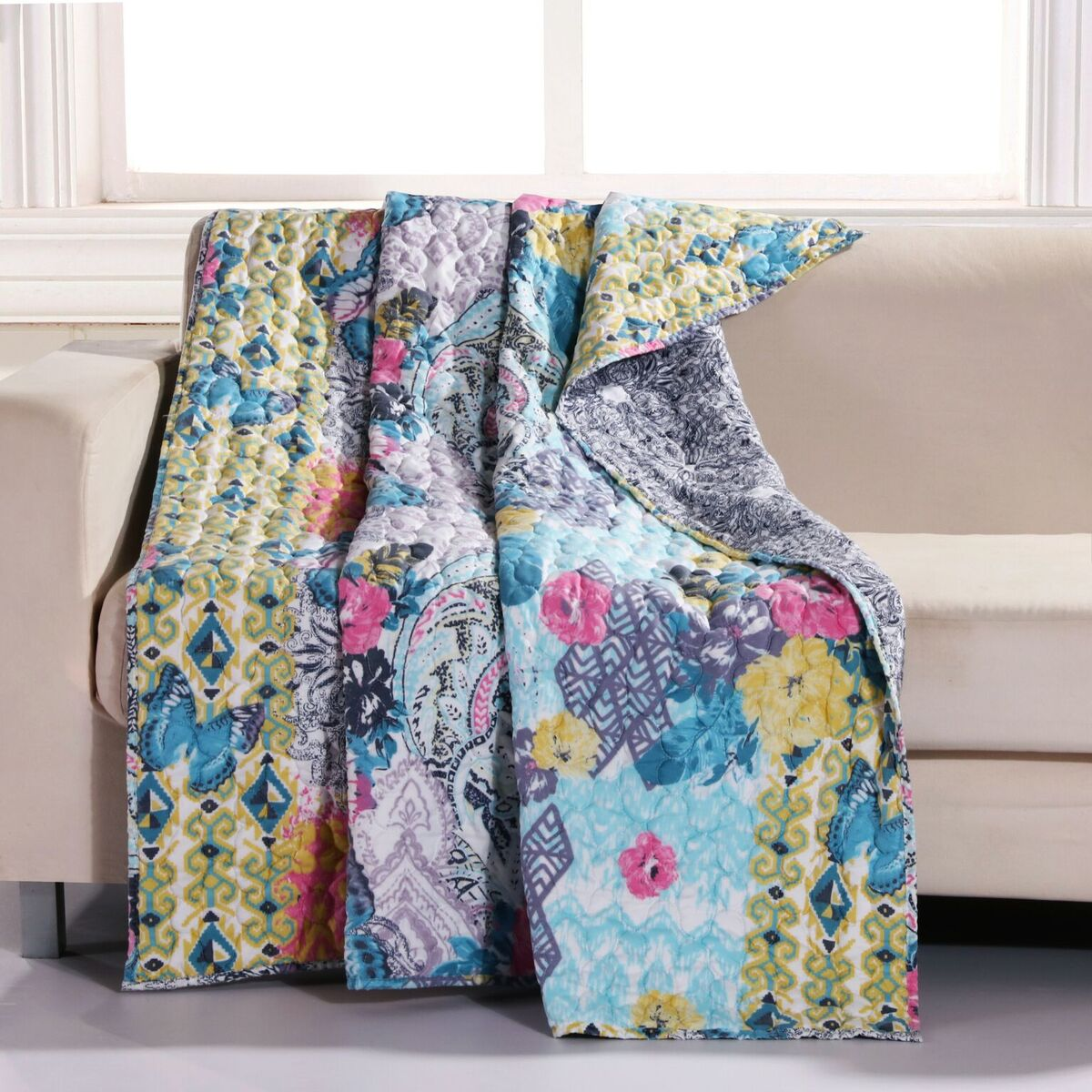Moxie Multi Accessory Throw