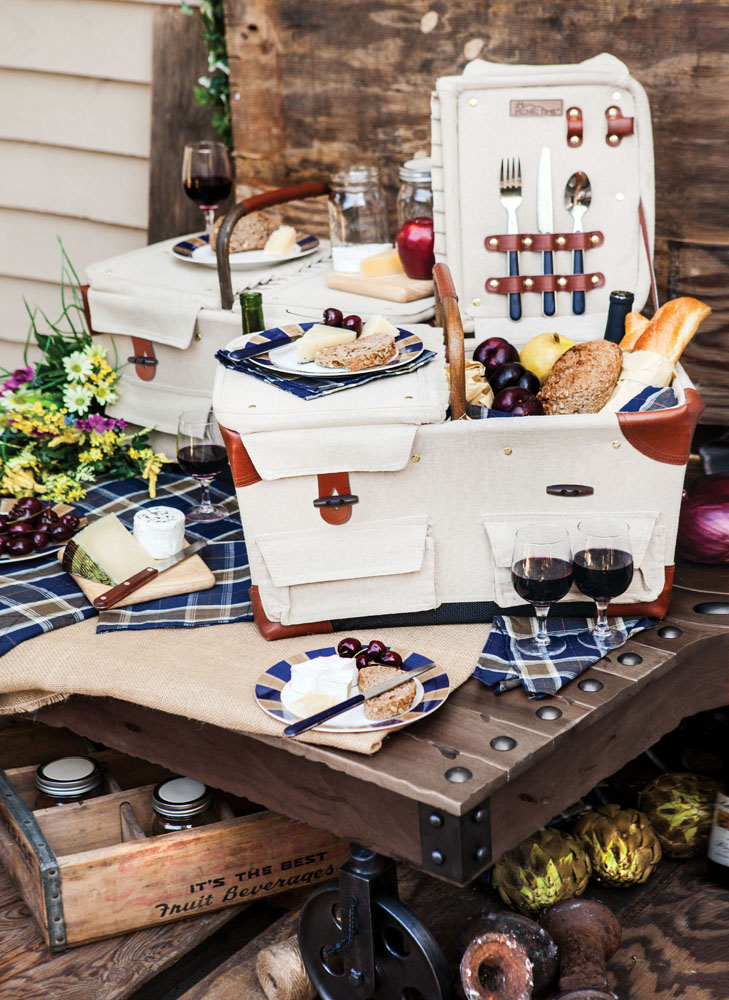 Pioneer Picnic Basket Tan/navy